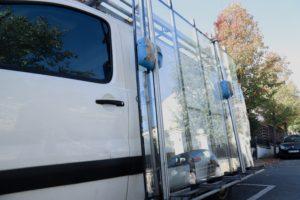 Camion de professionnels - Escalier en verre sur Paris